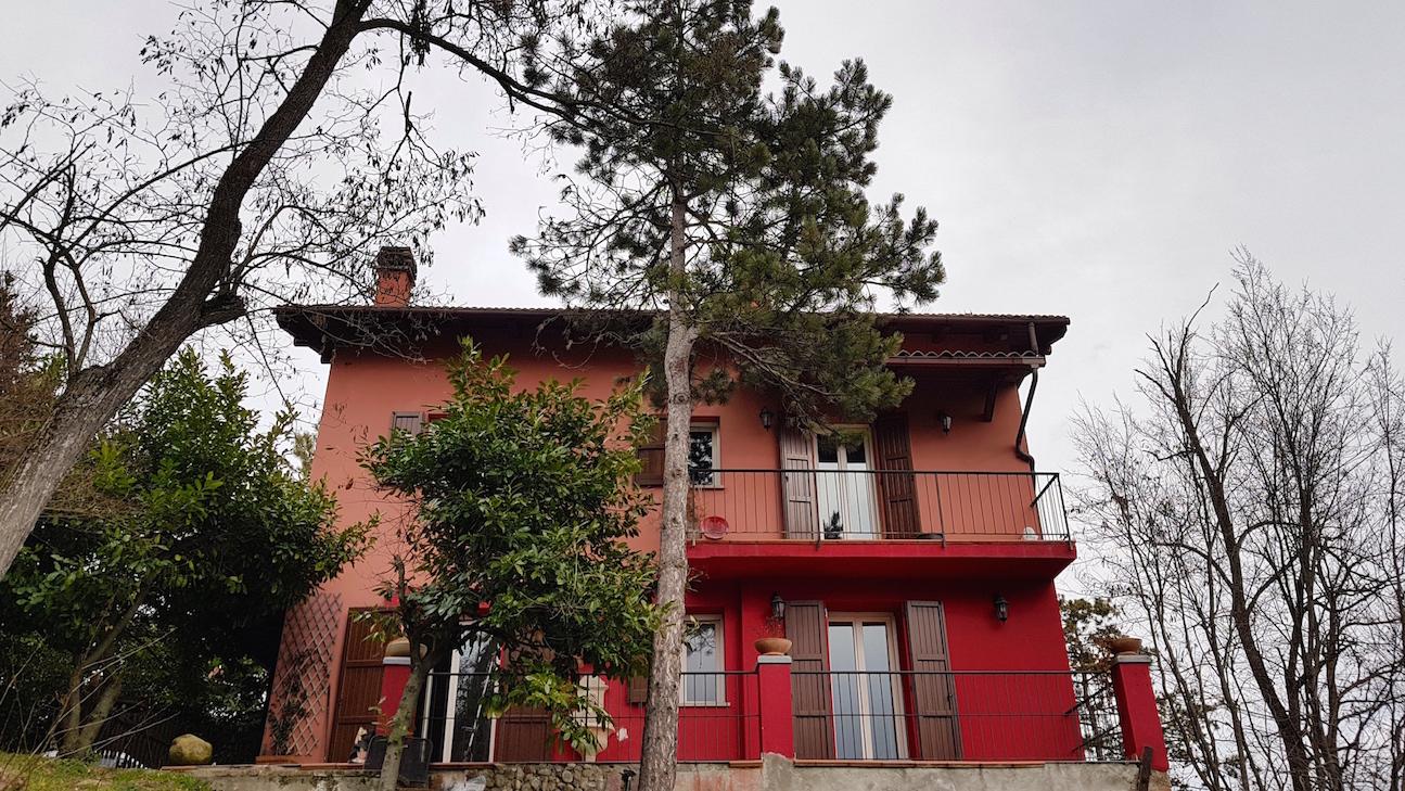 Porzione di villa bifamiliare nel parco regionale dei gessi bolognesi